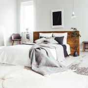 Sleep better thanks to Feng Shui: This is how you optimally furnish your bedroom! - Taste the lemon juice – the delicious soup is ready! Tip: If there is any remaining soup left, yo - Living Room Interior, Home Interior Design, Living Room Decor, Farmhouse Wall Decor, Modern House Design, Bedroom Apartment, Diy Home Decor, Sleep Better, Decor Ideas