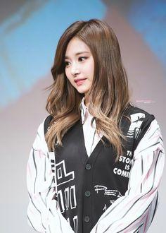 Reject the Binary South Korean Girls, Korean Girl Groups, Evil Girl, Jihyo Twice, Chou Tzu Yu, Nayeon Twice, Tzuyu Twice, Cute Gay, Saranghae