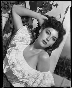"""Image detail for -. Ava Gardner in a publicity still for """"The Barefoot Contessa"""" 1954 Old Hollywood Stars, Hollywood Icons, Old Hollywood Glamour, Golden Age Of Hollywood, Hollywood Actor, Vintage Hollywood, Hollywood Actresses, Classic Hollywood, Classic Actresses"""