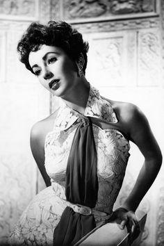 In+Photos:+Elizabeth+Taylor's+Most+Glamorous+Moments  - HarpersBAZAAR.com