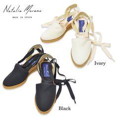 キャンバス地のレースアップサンダルです。カジュアルな素材で甘すぎず、服を選ばず合わせて頂けます。 【Natalia Moreno】 「リラックスカジュアル」をキーワードにエイジレスなデザインを展開する、 スペイン発のシューズブランド。    カラー  Ivory(アイボリー)    Black(ブラック)    Size  36/23.5cm、37/24cm、38/24.5cm 高さ: 約6.0cm 紐: 全長約131.0cm    ATTENTION  《製品についての注意点》 ※色ムラ・キズ・汚れなどが見られる場合もございますが、ご了承下さいませ。 また、靴裏面ソール及び、インソールの微細な傷については靴の製造上やむを得ないものが多々ございます。 着用に支障の無い微細な傷は返品理由の対象外とさせていただきます。 ※生地素材の製品は風合いを活かすため、撥水・防水加工の処理をしておりません。素材の特性上、湿気や水濡れによるしわ・染み等が発生する場合がございます。 しわや染み等の修理は不可能です。雨天・降雪・積雪時のご使用はお避け下さい。 ※靴箱が紙...
