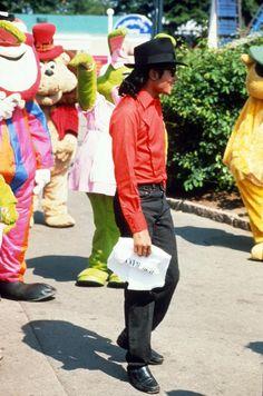 Michael Jackson at Lisenberg Amusement Park in Liseberg - Sweden - 1988 | Curiosities and Facts about Michael Jackson ღ by ⊰@carlamartinsmj⊱