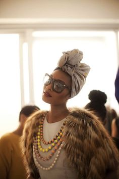 Glam Coat And Turban This is so me! I would rock this, but I would twist the turban up different (a little neater in the front). Looks Style, Style Me, Mode Turban, Hair Turban, African Head Wraps, Outfit Trends, Hair Trends, Winter Mode, Fall Winter