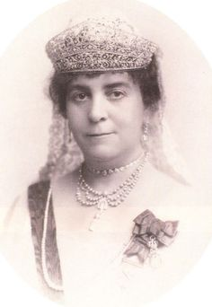 An unknown Spanish noblewoman, with both a coronet and a double bandeau tiara.