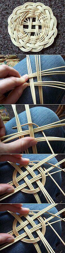 Newspaper Basket, Newspaper Crafts, Handmade Crafts, Diy And Crafts, Handmade Headbands, Handmade Rugs, Basket Weaving Patterns, Willow Weaving, Pine Needle Baskets