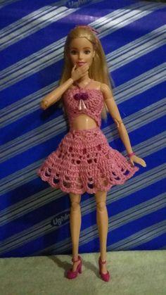 Minha Thuany e meu Trabalho. Crochê. By Mary Schy. Barbie Top, Barbie Dress, Barbie And Ken, Knitting Dolls Clothes, Crochet Barbie Clothes, Doll Clothes, Crochet Wrap Pattern, Easy Crochet, Barbie Summer