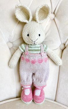Knitted Bunnies, Knitted Animals, Knitted Dolls, Crochet Dolls, Crochet Hats, Knitting Projects, Knitting Patterns, Little Cotton Rabbits, Bunny Outfit