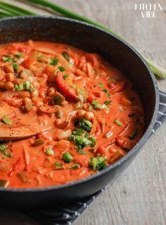 indyjska potrawka z ciecierzycą i mlekiem kokosowym Veg Recipes, Vegetarian Recipes, Dinner Recipes, Cooking Recipes, Healthy Recipes, Gumbo, Helathy Food, Tasty Dishes, Diet