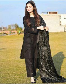 Stylish Dress Designs, Stylish Dresses For Girls, Frocks For Girls, Simple Dresses, Casual Dresses, Stylish Girl, Modest Dresses, Pretty Dresses, Black Pakistani Dress