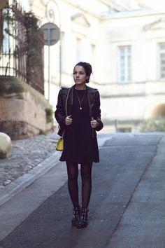 Perfecto Balenciaga Robe noire volants Boohoo Collants résille Bottines clous rock Topshop Créoles H&M Look tendance hiver 2016 2017 blog mode Montpellier