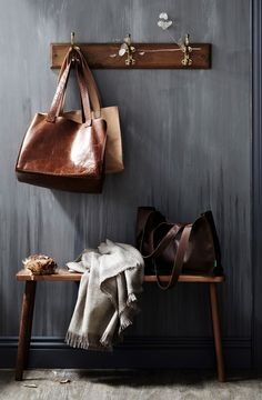 Bags Blanket Wallpaper / Saint Crispin & The Design Files Saint Crispin, Interior And Exterior, Interior Design, Modern Interior, The Design Files, Purse Styles, Decorating Small Spaces, Decorating Ideas, Interior Decorating