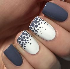 Decorado gris y puntos #naildesigns