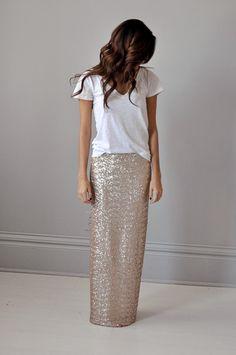 Essa saia com brilho é tudo! O look ficou mais básico com a camiseta.