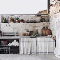 Outdoor Kitchen Sink, Backyard Kitchen, Summer Kitchen, Kitchen Dining, Outdoor Kitchens, Blog Deco, Summer Garden, Garden Projects, Interior Inspiration