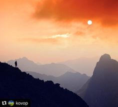 """Jedna zo série """"milujem Slovensko"""" nádhera...  #praveslovenske od @kovop  Proste Tatry  #nature #mountains #tatry #tatramountains #sunset #sun #sky #hills #slovensko #landscape #slovakia #rocks #peak #rysy"""