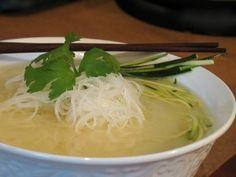 soupe-repas Thaï de miso blanc avec spaghettinis de radis daïkon & courgette - Nathalie Chausseau