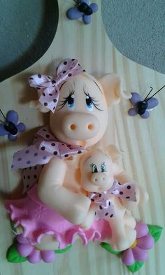 Cositas lindas ❤ Polymer Clay Animals, Polymer Clay Art, Farm Crafts, Clay Crafts, Clay Fairy House, Clay Wall Art, Pottery Animals, Clay Fairies, Clay Figurine