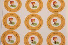 """Adesivos Multiuso - Chapeuzinho Vermelho  3,5 cm redondo em papel adesivo  Todos os nossos modelos podem ser modificados com qualquer cor, informação ou desenho que desejar """"sem custos adicionais"""" enviando seus dados para nosso e-mail: lollipaper@gmail.com  A primeira arte será enviada em até 48 horas.  O prazo de produção é de até 10 dias úteis após aprovação da arte final e confirmação do pagamento.  Mínimo de 20 unidades - R$ 16,00 R$0,80"""