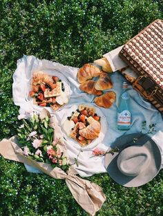 Breakfast in bed ideas dinners 55 ideas Breakfast in bed ideas dinners 55 ideasYou can find Summer picnic and more on our website.Breakfast in bed ideas dinners 55 ideas Breakfast in bed ideas dinners 55 . Breakfast Picnic, Breakfast In Bed, Comida Picnic, Romantic Picnics, Romantic Dinners, Aesthetic Food, Food Photography, Good Food, Brunch