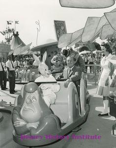 Walt Disney is on the alice in wonderland magic ride in disneyland the disney funny alice in wonderland Disney Parks, Walt Disney, Disney Cast, Disney Rides, Disney Love, Disney Magic, Disney Pixar, Disney Stuff, Disney Travel