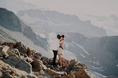 Stylish-Mountain-Engagement-at-Mount-Rainier-National-Park-Robert-J-Hill-Photography (6 of 22)