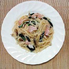 パスタの代わりにお米で出来たビーフンを使うレシピ。レンジだけで作るので、とっても簡単!パスタと違って伸びないので、時間が経ってもおいしく食べられますよ♪