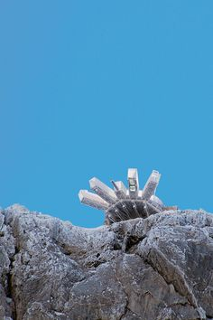 Die Aussichtsplattform am Dachstein. Die Seilbahn bringt Sie nach oben. Hostel, Engagement Rings, Road Trip Destinations, Environment, Round Round, Vacation, Enagement Rings, Wedding Rings, Commitment Rings