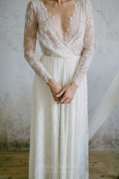 Romantic wedding dress of delicate Chantilly lace