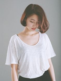 Korean style hairdos really cute and lovely. If you want to try a new beautiful hairstyles, check these Korean Haircut 2015 - Korean beauty trends are. Shot Hair Styles, Hair Styles 2016, Medium Hair Styles, 2015 Hairstyles, Girl Hairstyles, Korean Hairstyles, Natural Hairstyles, Korean Haircut, Girl Short Hair
