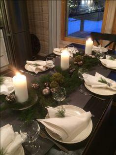 Joulukattaus White Christmas, Xmas, Table Decorations, Inspiration, Home Decor, Dekoration, Biblical Inspiration, Decoration Home, Room Decor