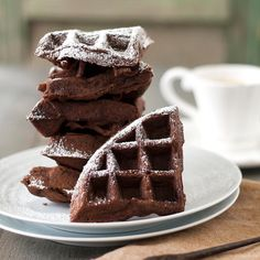 These are for the brownie-lover who can't wait until dessert. These brownie waffles would be a fun addition to brunch or for special weekend breakfast. Great Desserts, Cookie Desserts, Dessert Recipes, Waffles, Pancakes, Biscuits, Weird Food, Happy Foods, Waffle Recipes
