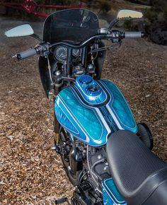 "Harley-Davidson FXDX Dyna 2002 by Louis Bowlmang from San Diego Customs | 124 ci engine | Öhlins front fork by Krau | Works Performance rear shock absorbers | Trac Dynamics swingarm | 19"" & 18"" wheels | Performance Machine brake calipers | via HotBikeWeb.com"