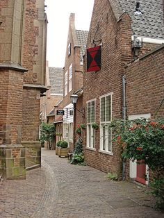 Medieval streets of Nijmegen in Netherlands (by Wouter van Wijngaarden on Flickr).