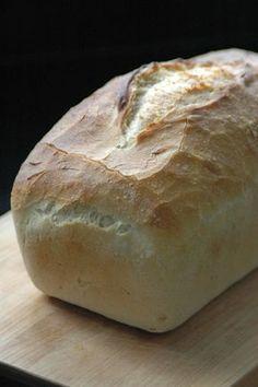 Zelf brood bakken is iets magisch. Met een paar simpele ingrediënten maak je iets heerlijks, vers uit je eigen oven. Lees hier alles over brood bakken.