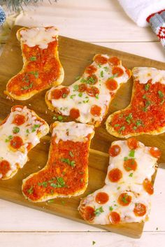 christmas cookies kids The Best Use Of Your Christmas Cookie Cutters: Pizza Stockings - Christmas Pizza, Christmas Party Food, Holiday Snacks, Xmas Food, Christmas Appetizers, Christmas Breakfast, Christmas Cooking, Noel Christmas, Christmas Goodies
