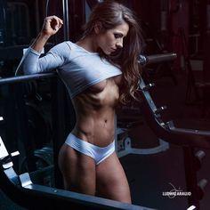 Bikini Competitor @dana.leigh  Glam:  @jocelynhairandmakeup