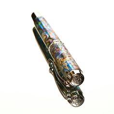 Gorgeous shell fountain pen