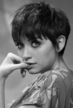 """How to style the Pixie cut? Despite what we think of short cuts , it is possible to play with his hair and to style his Pixie cut as he pleases. For a hairstyle with a """"so chic"""" and pointed… Continue Reading → Messy Pixie Cuts, Pixie Cut Styles, Pixie Cut With Bangs, Short Pixie Haircuts, Haircuts With Bangs, Pixie Hairstyles, Cool Hairstyles, Long Hair Styles, Haircut Short"""