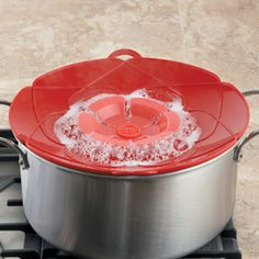 Kuhn Rikon Large Spill STOP Slicone Lid, 12 inch || Potatoes, pasta or rice will not boil over using this ingenious silicone lid.
