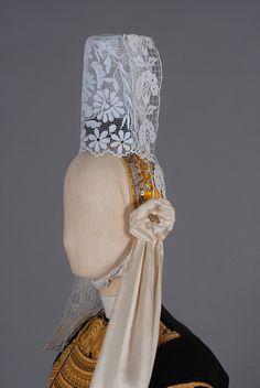 Le costume breton - Le costume comme identité bretonne Celtic, European Costumes, Needle Lace, Folk Costume, French Lace, Costume Accessories, Vintage Costumes, Traditional Dresses, Brittany