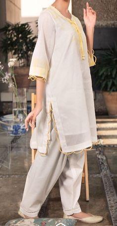 Pakistani Fashion Party Wear, Pakistani Dresses Casual, Pakistani Bridal Dresses, Kurti Sleeves Design, Sleeves Designs For Dresses, Stylish Dresses For Girls, Stylish Dress Designs, Kurta Designs Women, Salwar Designs
