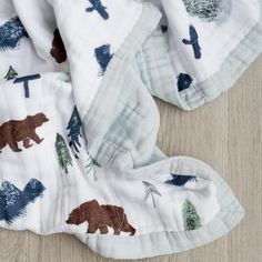 The perfect combination of bamboo and cotton make this cuddly muslin swaddle perfect for your baby. Wrap your infant in this ultra soft, high end muslin swaddle Muslin Baby Blankets, Boy Blankets, Spearmint Baby, Bear Blanket, Baby Nest, Muslin Fabric, Boy Quilts, Woodland Baby, Baby Kind