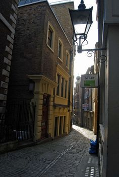 London's Secret Passageways | Londonist Lovat Lane, near Monument.