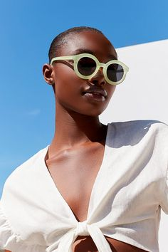 Fairfax Round Frosted Sunglasses | Urban Outfitters