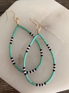 Simple Bead Earrings, Diy Earrings Easy, Beaded Earrings, Beaded Jewelry, Beaded Bracelets, Diy Jewelry, Leather Jewelry, Metal Jewelry, Unique Jewelry
