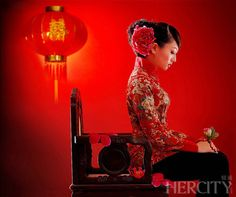 Omg I LOVE this #hairstyle, hairpiece and #dress for the traditional #Chinese #wedding tea ceremony - #cheongsam #qipao #bridal #updo #hair