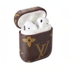 Best Luxury Louis Vuitton AirPods Case Earphone Air Pods Protector Cover Monogram Canvas - Useful: Louis Vuitton Luxury Designed For Apple AirPods wireless headphone box, fitting, not easy slide out and keep it always in new look. Iphone 8, Iphone Cases, Monogram Canvas, Gucci Snake, Fone Apple, Zapatillas Louis Vuitton, Damier Louis Vuitton, Cute Headphones, Accessoires Iphone