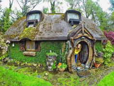 "voiceofnature: ""Whimsical hobbit house built by Stuart Grant. Located near Tomich, Scotland, he constructed his own real-life Hobbit house with a magical-looking outside and impressive interior. Fairytale Cottage, Storybook Cottage, Hobbit Hole, The Hobbit, Fairy Houses, Play Houses, Casa Dos Hobbits, Magical Home, Natural Homes"