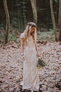 Beautiful laid back wedding dress | itakeyou.co.uk #weddingdress #bridedress #weddinggowns #bridalgown #longsleeveweddingdress #weddingdresses #weddinggown