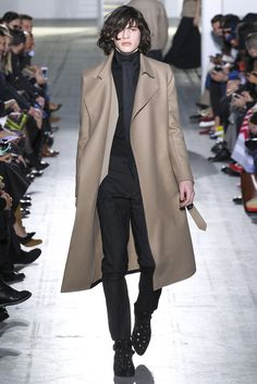 See all the Collection photos from Costume National Homme Autumn/Winter 2015 Menswear now on British Vogue Fashion Week, Fashion Show, Mens Fashion, Fashion Outfits, Fashion Design, Fashion Fall, Costume National, Smart Casual Men, Fall Winter 2015